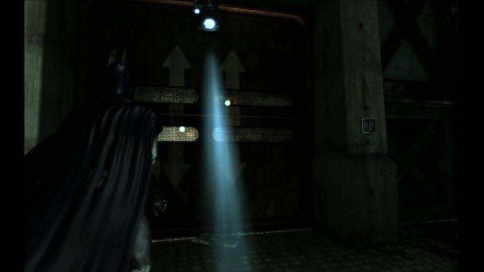 Batman: Arkham Asylum – Дверь в тюремный блок открывается только после подгрузки локации.