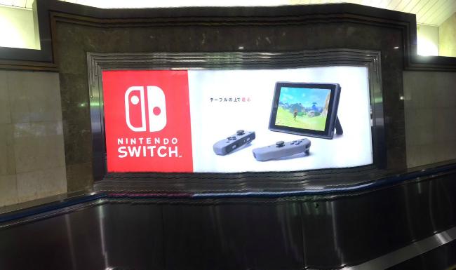 Реклама Nintendo Switch в токийской подземке