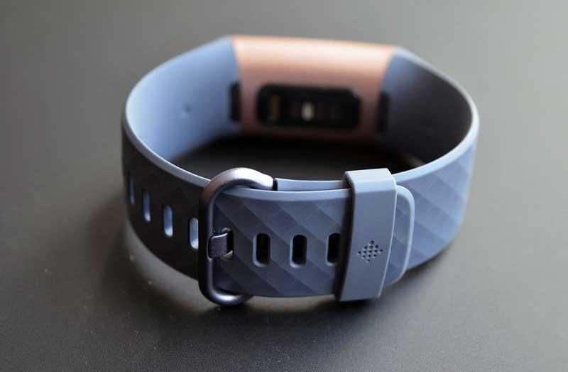 Фитнес-треккер Fitbit Charge 3