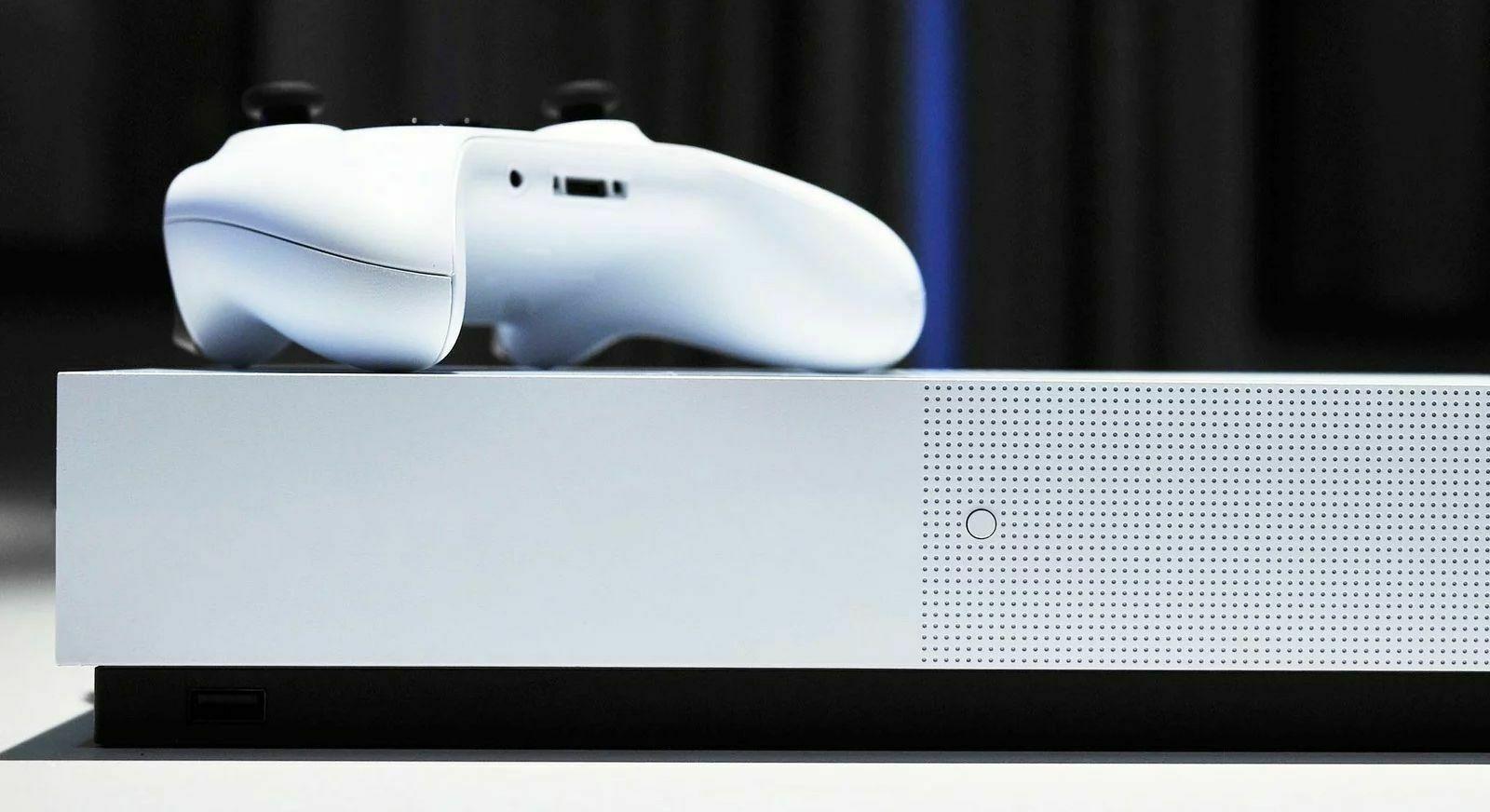 GameStop: какое счастье, что у PS5 и Scarlett будет дисковод