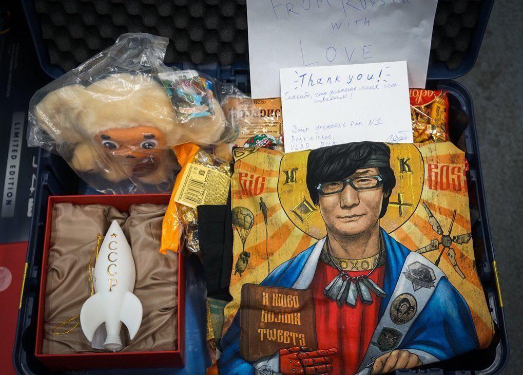 """""""Спасибо, что делаешь меня счастливым"""" - Хидео Кодзима показал трогательный подарок от российского фаната"""